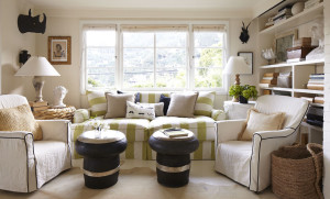 Example of using unmatched lamps and tables in a living room